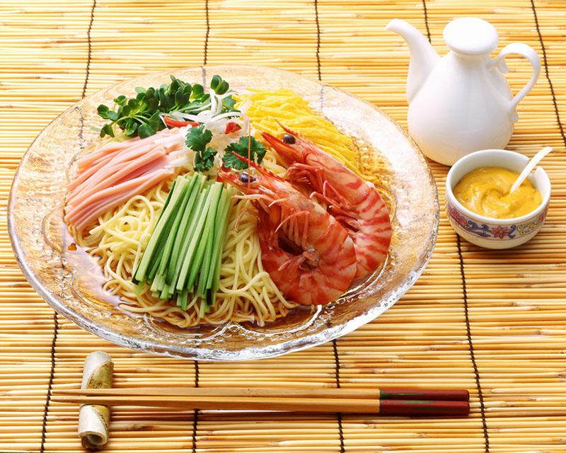 麺処小川屋の冷し中華の調理例